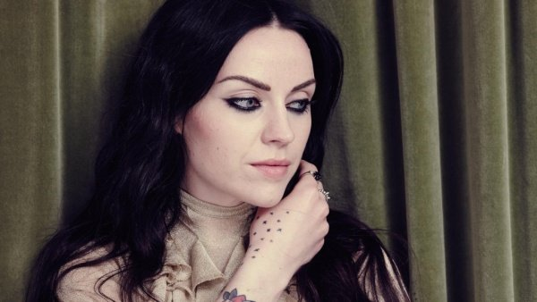 amy_macdonald_tom_burrow_web